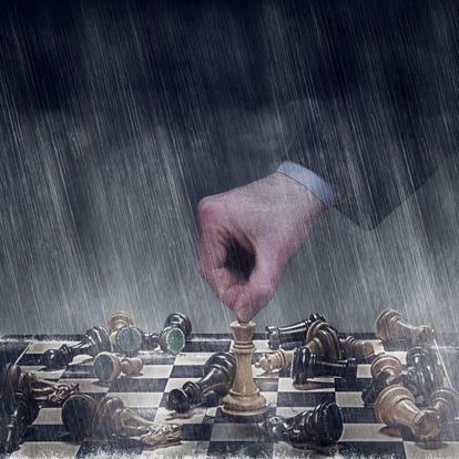 """Naím sostiene """"que el poder se está volviendo más frágil y vulnerable""""."""