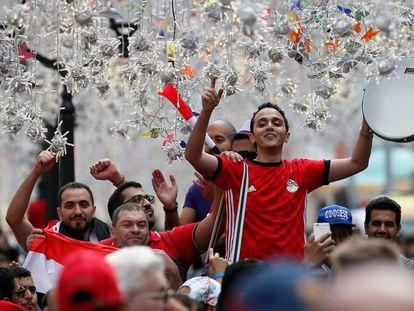 Aficionados egipcios, este miércoles en la plaza Roja de Moscú.