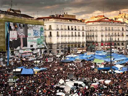 La acampada de la Puerta del Sol días después del inicio del movimiento, el 21 de mayo de 2011.
