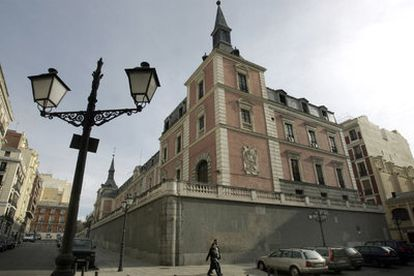 El edificio Salón de Reinos, que ha sido Museo del Ejército de Madrid hasta 2005.