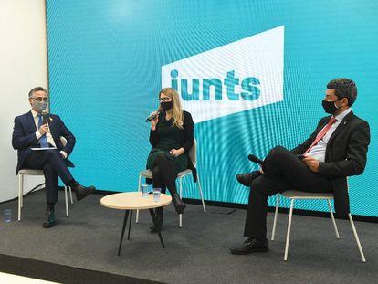 La vicepresidenta de Junts, Elsa Artadi, con Canadell y Ramon Tremosa.