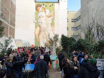 """El Solar Maravillas este domingo con su gran mural del artista Raúl Muñoz Casassola """"Europa raptada""""."""