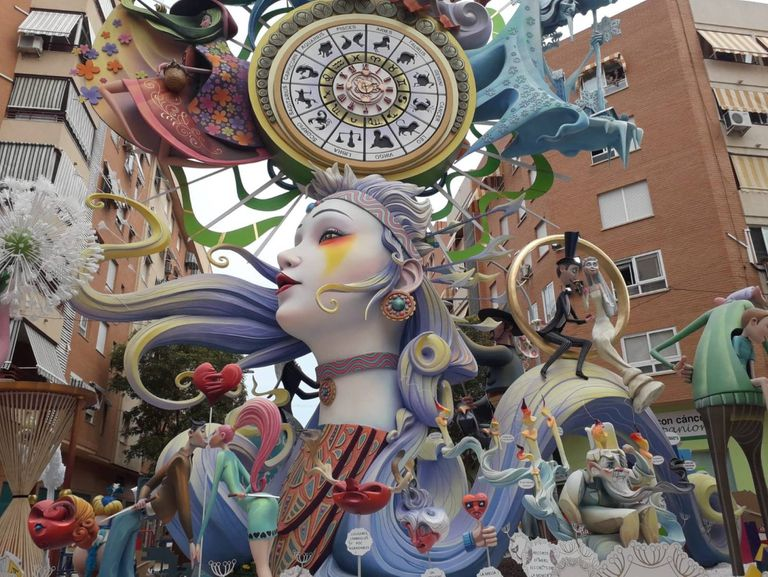 'Efímera', título de la foguera de La Ceràmica de Alicante, ganadora de la fiesta en 2019.