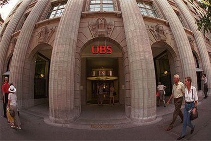 Imagen de archivo de la entrada a la sede central de UBS, en Zurich (Suiza).