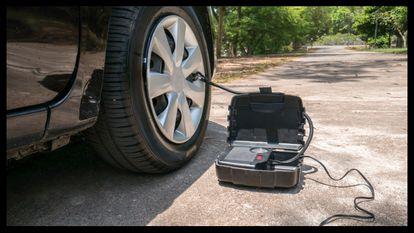 Así ha sido mi experiencia con el compresor de aire portátil para el coche Akface: liviano, compacto y con un sistema de inflado rápido.