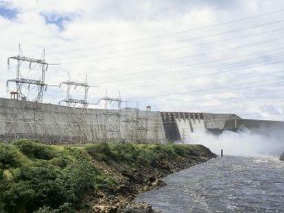 El fallo en la central hidráulica de Guri y la incapacidad del Gobierno de construir un sistema termoeléctrico alternativo provocan el mayor corte de luz de las últimas décadas