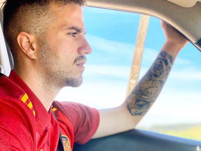 Mikel Iturgaiz, hijo del presidente del PP vasco, vestido con la camiseta de España, en una imagen publicada en su cuenta de Twitter.