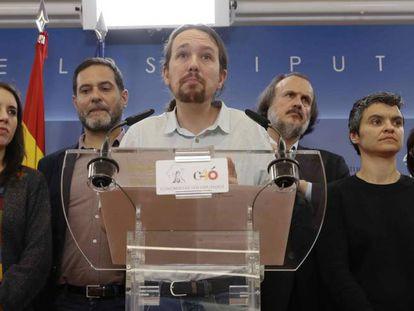 Pablo Iglesias, con los portavoces de Unidos Podemos.