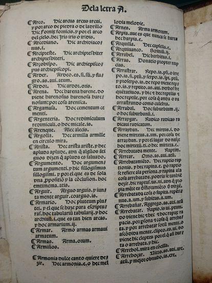 Uno de los folios del diccionario de Alfonso de Palencia, con las primeras entradas de la letra 'a', conservado en la Firestone Library de la universidad de Princeton.