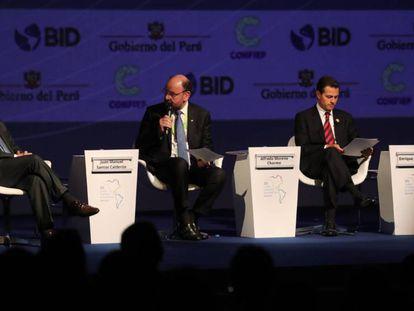 Juan Manuel Santos, presidente de Colombia; el ministro de Desarrollo Social de Chile, Alfredo Moreno, y el mandatario de México, Enrique Peña Nieto.