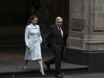 El presidente López Obrador y su esposa, Beatriz Gutiérrez Müller, en el palacio Nacional en octubre de 2019.