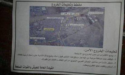 Panfletos lanzados por la aviación siria sobre la población cercada en Guta Oriental indicando en un mapa las rutas de salida seguras.
