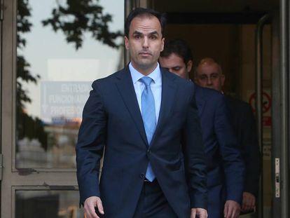 El rector Javier Ramos tras declarar en los juzgados.