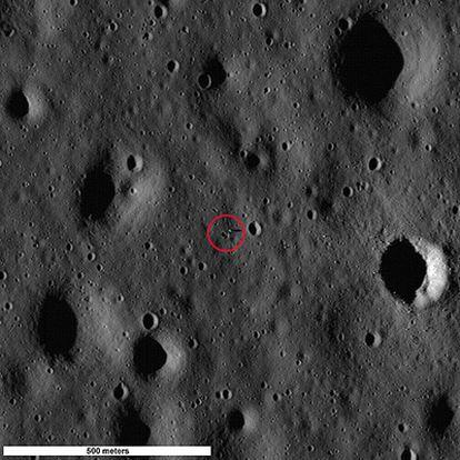 La zona señalada muestra el módulo del Apollo 11 y la sombra que proyecta.