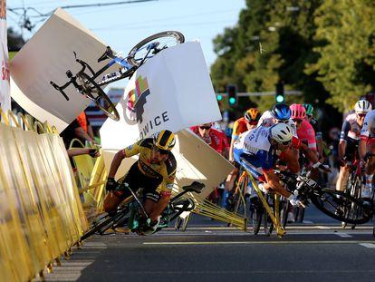 Caída masiva en el esprín final de la Vuelta a Polonia, en Katowice.