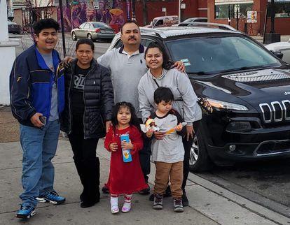 Rafaela Flores, su esposo y sus dos hijos llevan 18 años en EEUU. Su trabajo como limpiadora le permite mandar remesas a México cada 15 días.