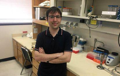 El biólogo Álvaro Fernández, en su laboratorio de la Universidad de Texas.