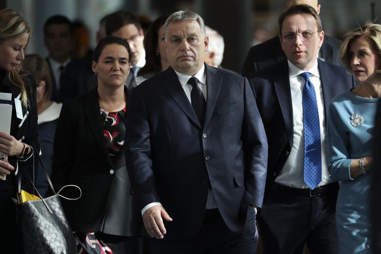 El primer ministro húngaro Viktor Orbán, en el centro, llega a una reunión del Partido Popular Europeo, en Bruselas en marzo de 2019.