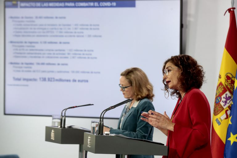 Nadia Calviño y María Jesús Montero, en una rueda de prensa en mayo.