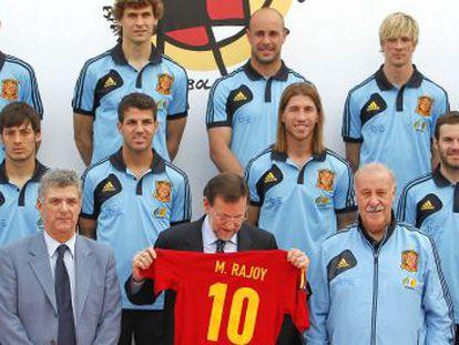 El presidente Rajoy con la selección española de fútbol para la Eurocopa.