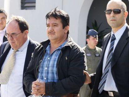 Juan Ortiz López, 'Chamale', escoltado en el aeropuerto de Guatemala