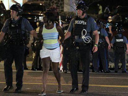 Más de 140 detenidos en las protestas por el caso de Ferguson