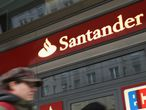 Imagen de una oficina de Banco Santander.