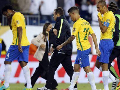 Varios jugadores brasileños, tras la eliminación de la Copa América.