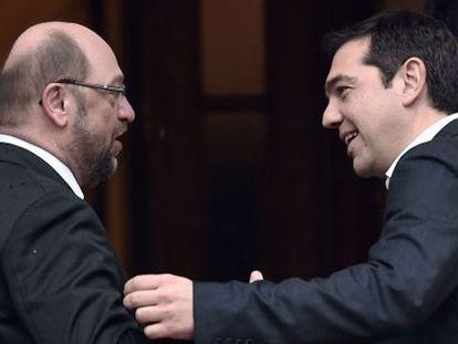 Alexis Tsipras y Martin Schulz, este jueves en Atenas.