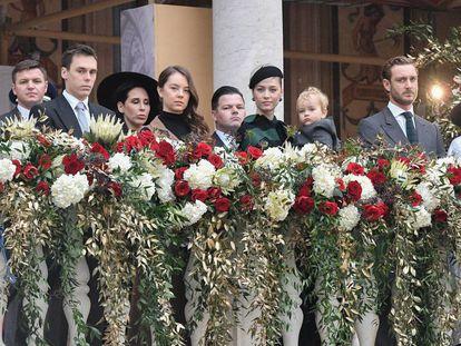 Desde la izquierda: Marie Chevallier, Louis Ducruet, Alexandra de Hanover, Beatrice Borromeo con su hijo Francesco Casiraghi, Pierre Casiraghi y Tatiana Santo Domingo, en la celebración del día internacional de Mónaco, el pasado 19 de noviembre.