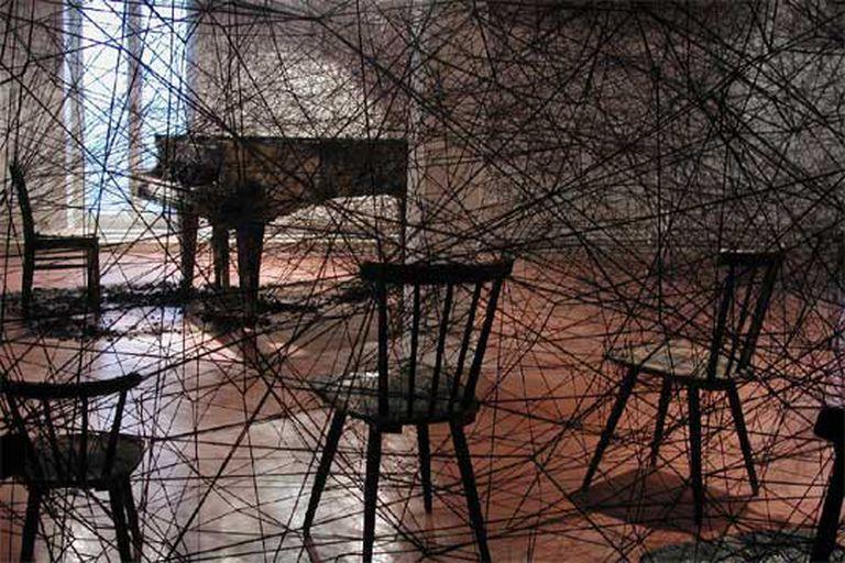 'In Silence' (2002), de Chiharu Shiota, en la Bienal de Gwangju.
