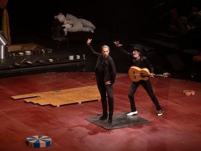 El bailaor y coreógrafo, Israel Galván durante su espectáculo en el Teatro central de Sevilla.