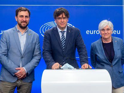 De izquierda a derecha, Antoni Comin, Carles Puigdemont y Clara Ponsati, el pasado junio.