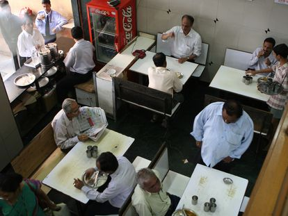 Café en Churchgate, en Bombay (India).