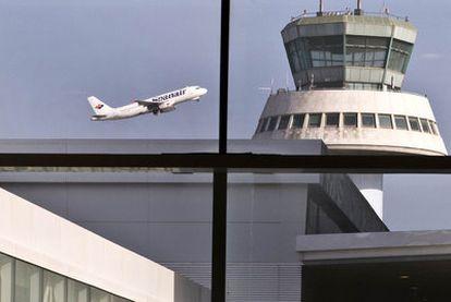 Torre de control del aeropuerto barcelonés de El Prat.