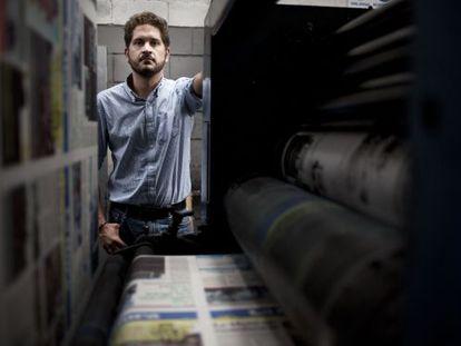 Luis Eduardo Vivanco, en la rotativa de 'La hora'.