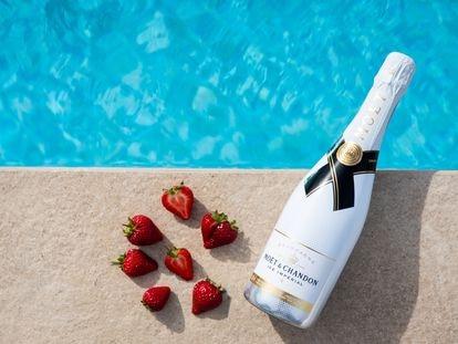 ¿Hielo en el champán? Solo en este caso: los consejos para disfrutar una copa bien fría este verano