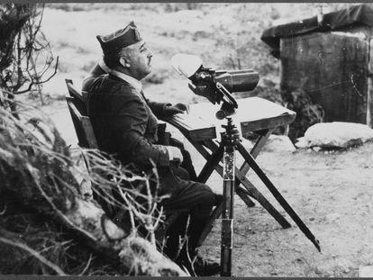 El general Franco, en el frente de Aragón, en 1938.
