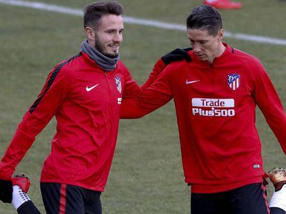 Saúl Níguez y Fernando Torres durante un entrenamiento.
