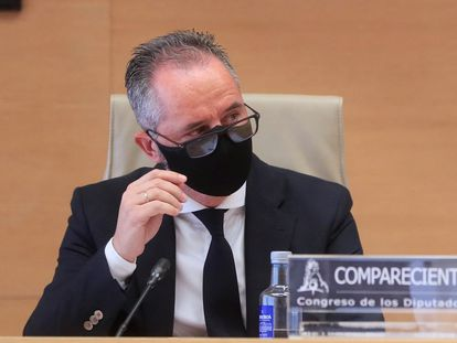 El comisario Andrés Gómez Gordo, durante su comparecencia, este miércoles, en la comisión parlamentaria sobre el 'caso Kitchen'.
