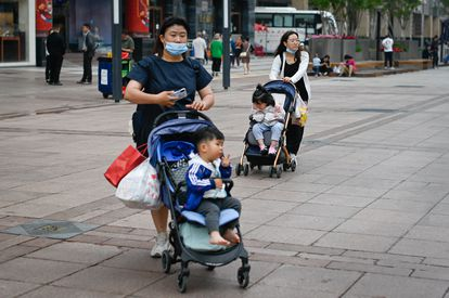 Two women with their children on a Beijing street on May 31.