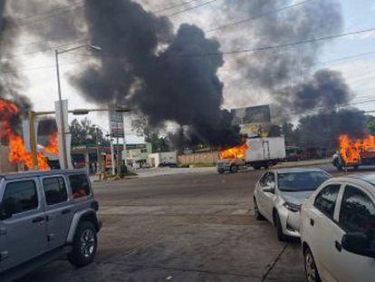 Militares y criminales se enfrentan a tiros durante horas en las calles de la capital del Estado de Sinaloa, en el norte de México