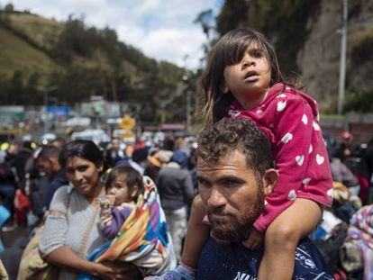 Desplazados venezolanos en Rumichaca, en la frontera entre Ecuador y Colombia.