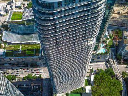 SLS Lux,  rascacielos de 57 pisos en el distrito de Brickell del Gran Centro de Miami.