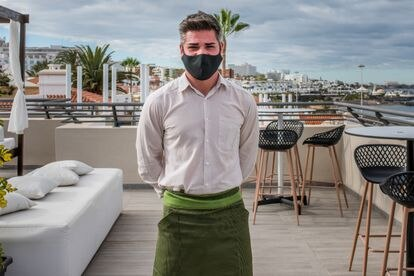 Tita Alexandru, camarero del hotel Los Olivos recién salido del ERTE.