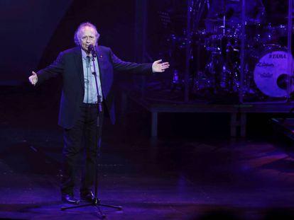 Joan Manuel Serrat durante su actuación en Pamplona el 9 de junio.