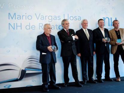 De izquierda a derecha, Gonzalo Hidalgo, Mariano Pérez Claver, Mario Vargas Llosa, Luisgé Martín y Gonzalo Calcedo.