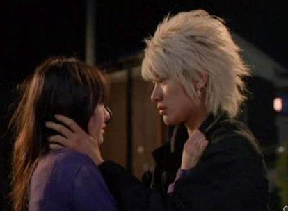 Fotogramas de la película <i>Koizora,</i> basada en la novela del mismo título, escrita exclusivamente para el móvil.