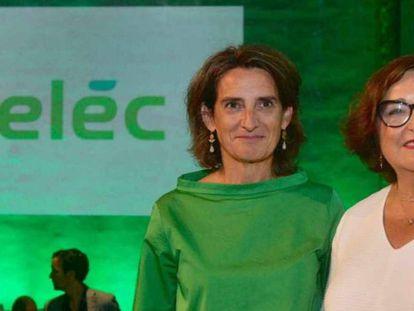 Teresa Ribera, vicepresidenta de Transición Ecológica, y Marina Serrano, pesidenta de Aelec, en una imagen de archivo.