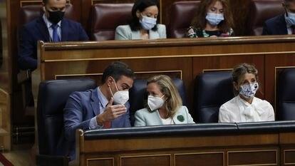 Pedro Sánchez, Nadia Calviño y Yolanda Díaz el pasado miércoles, en el Congreso de los Diputados.